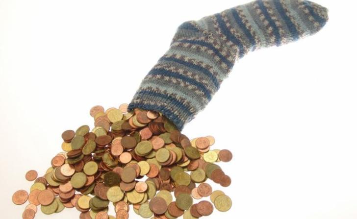 Хранить деньги в вещах и чулках — это плохая идея