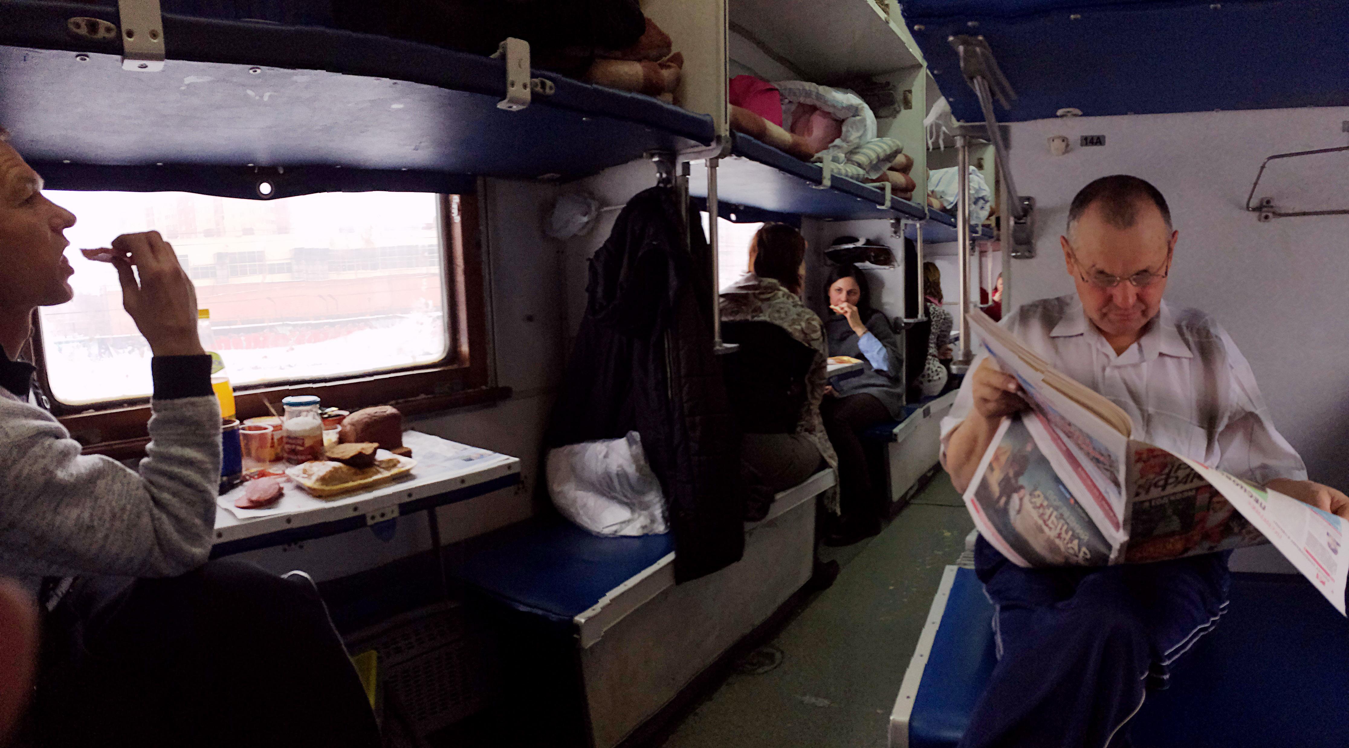 неделю путешествие в плацкартном вагоне фото бросился его спасать